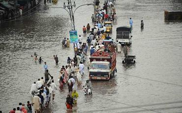 Pakistanda sel 2 məscidi dağıtdı, 22 ölü