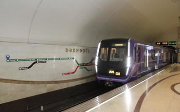 Bakı metrosunda qatarlar tuneldə qaldı