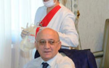 """QMİ sədri və digər rəsmi şəxslər """"Aşura günü"""" qan veriblər"""