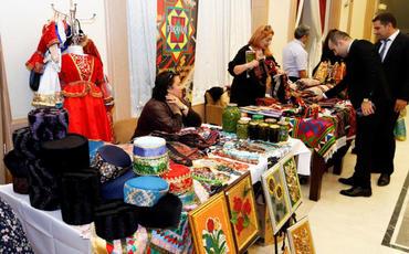 Özünüməşğulluq proqramı iştirakçılarının əl işlərinin sərgi-satış yarmarkası keçirilib