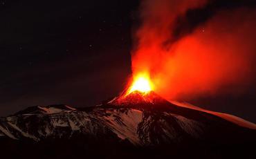 Etna vulkanı püskürdü!