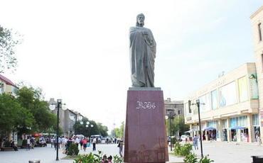 İcra hakimiyyəti Nizami Gəncəvinin Sumqayıtdakı heykəli ilə bağlı açıqlama verdi