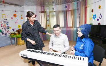 Birinci vitse-prezident Mehriban Əliyeva Bakıdakı Autizm sindromlu uşaqlar üçün reabilitasiya Mərkəzini ziyarət edib