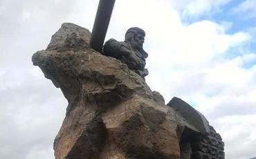 Bakıda Milli Qəhrəman Albert Aqarunovun heykəlinin açılışı olub