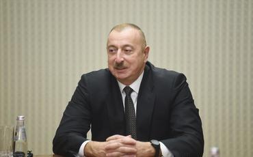 Prezident İlham Əliyev Sankt-Peterburqda fəaliyyət göstərən Azərbaycan diaspor təşkilatlarının rəhbərləri ilə görüşüb