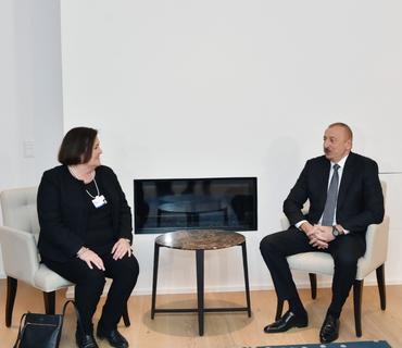 """Prezident İlham Əliyev Davosda """"CISCO"""" şirkətinin icraçı vitse-prezidenti və baş maliyyə direktoru ilə görüşüb"""