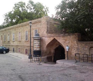 """İçərişəhərdəki """"Bakı xanları evi""""nin yanında park salınır"""