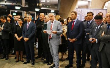 Heydər Əliyev Fondunun təşkilatçılığı ilə UNESKO-nun baş qərargahında Azərbaycan xalçalarının sərgisi açılıb