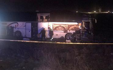 Türkiyədə sərnişin avtobusu yük maşınına çırpılıb, 44 nəfər xəsarət alıb