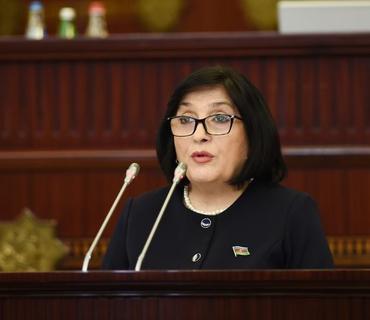 Spiker: Deputatların iclaslarda tibbi maskalardan istifadə etmələri özlərindən asılıdır