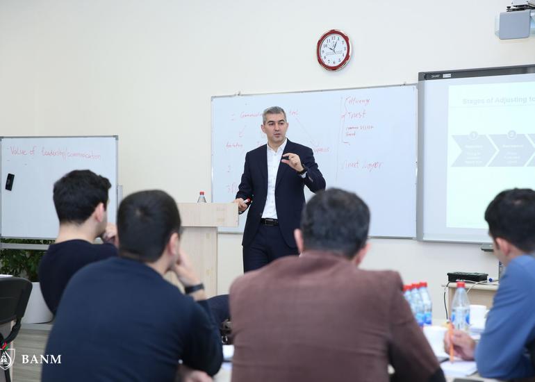 Bakı Ali Neft Məktəbi Layihə İdarəetmə Məktəbinə dinləyici qəbulu elan edir