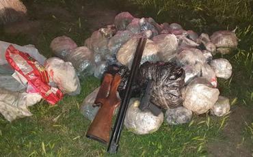 115 kq narkotik və odlu silahların Azərbaycana gətirilməsinin qarşısı alınıb