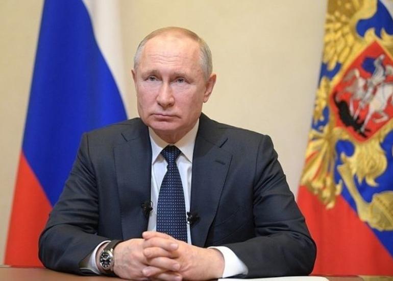 Putin Rusiya müsəlmanlarından Ramazan bayramını evdə qeyd etməyi xahiş edib