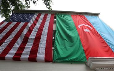 Respublika Günündə milli bayrağımız Vaşinqtonda ucaldıldı