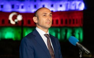 """Qədim Romanın """"Mercati di Traiano"""" abidə kompleksi Azərbaycan bayrağının rəngləri ilə işıqlandırılıb"""