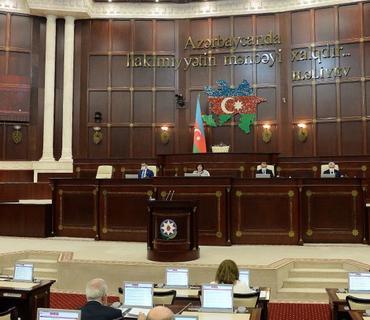 Milli Məclisin rəhbərliyi deputatı tənqid etd