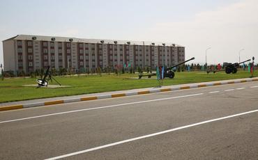 Müdafiə naziri yeni hərbi şəhərcik kompleksinin açılışında iştirak edib