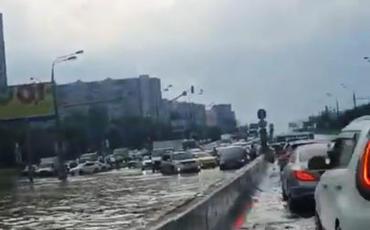 Moskva küçələri su altında