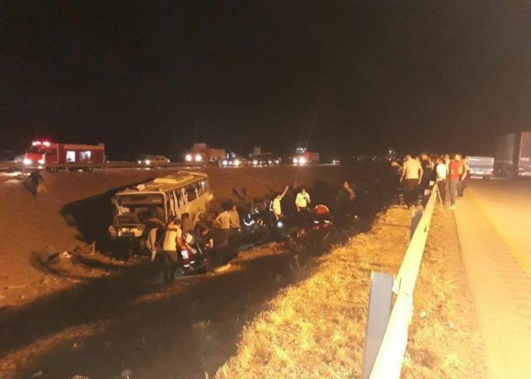 İranda avtobus dərəyə aşıb, bir nəfər ölüb, 32 nəfər yaralanıb