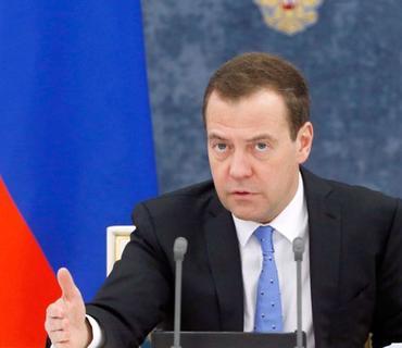 Dmitri Medvedev prezident olmaq istəyənlərə məsləhət verib
