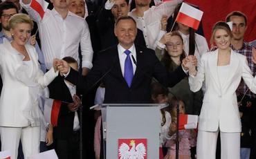Andjey Duda yenidən Polşa prezidenti seçilib