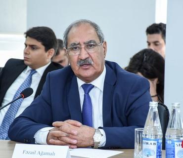 """Deputat: """"Elmar Məmmədyarovu işdən çıxarmaqla kifayətlənmək olmaz"""""""