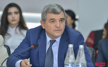 """Deputat: """"190 manat rəmzi xarakter daşıyan dövlət dəstəyidir, bunu heç bir halda kəsmək olmaz"""""""