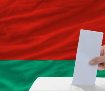 Belarusda prezident seçkilərində seçki məntəqələri açılıb