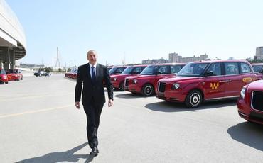 """Prezident İlham Əliyev Bakıya gətirilmiş TX modelli yeni """"London taksi""""ləri ilə tanış olub"""