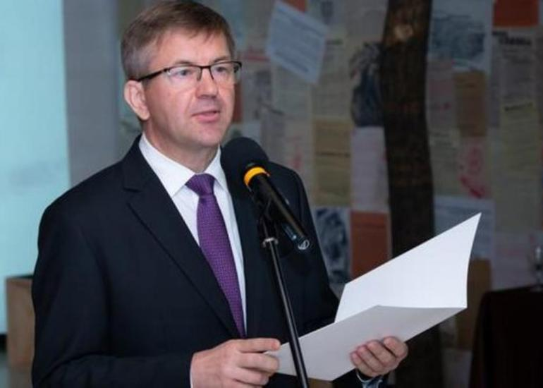KİV: Belarusun Slovakiyadakı səfiri istefa verib