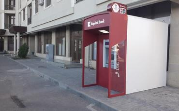 Jurnalistlər binasının qarşısında bankomat quraşdırılıb