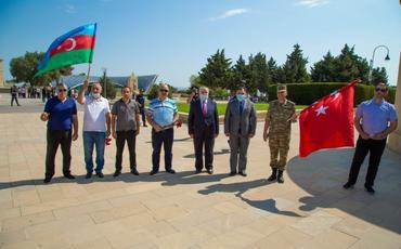 Bakı şəhərinin azad edilməsinin 102 illiyi ilə əlaqədar Türk Şəhidliyi ziyarət olunub