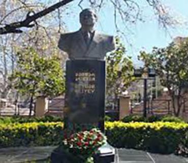 Azərbaycanın Xarici İşlər naziri Tbilisidə Ulu Öndərin abidəsini ziyarət edib