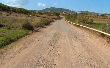Qazaxda sərhədyanı kəndin yolu əsaslı təmir edilir