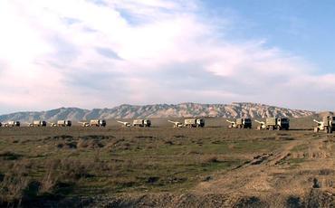 Tank bölmələri artilleriya ilə qarşılıqlı fəaliyyətdə təlim-döyüş tapşırıqlarını icra edir