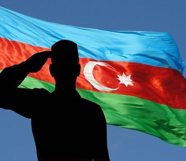 Qəhrəman əsgərimiz Azərbaycan bayrağını Şuşamıza aparır!