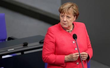 Angela Merkel Ermənistan və Azərbaycanı atəşkəsi bərpa etməyə çağırıb