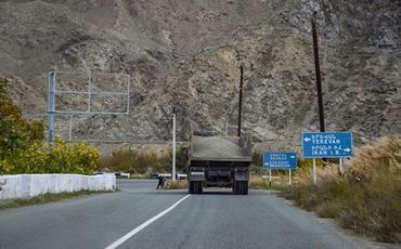 İran rəsmisi Rusiyaya məxsus yük maşınlarının Ermənistana hərəkətinin dayandırıldığını bildirib