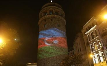 Türkiyədəki Qalata qülləsi Azərbaycan bayrağının rəngləri ilə işıqlandırılıb