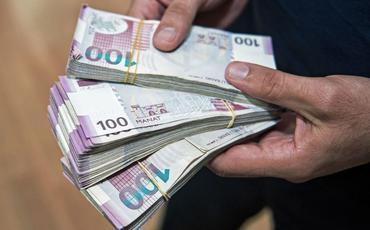Övladlığa götürən şəxslərdən birinin muzdlu işdən vergi tutulmalı olan aylıq gəliri 200 manat azaldılır