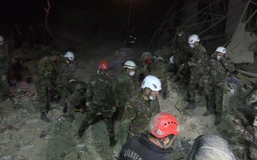 FHN: Gəncədə dağıntılar altından 13 nəfərin meyiti çıxarılıb