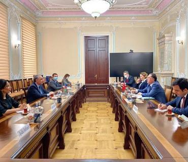 Baş Prokuror İƏT-in Ombudsmanlar Assosiasiyasının prezidenti ilə görüşüb