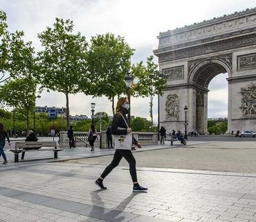 Parisdə bomba həyəcanı ilə əlaqədar Şarl de Qoll meydanı boşaldılıb