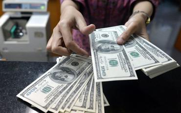 Azərbaycanda depozitlərin dollarlaşması azalıb