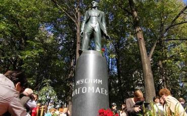Səfirlik: Moskvada Müslüm Maqomayevin abidəsini təhqir edənlər müəyyən olunub