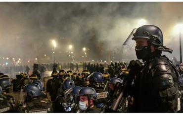 Fransada etiraz aksiyaları zamanı 100-ə yaxın polis əməkdaşı xəsarət alıb