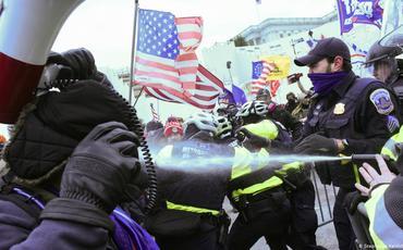 """""""Fastfud demokratiyası"""", yaxud ABŞ-da baş verənlərin gerçək üzü"""