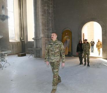 Prezident İlham Əliyev Şuşadakı Qazançı kilsəsinə baş çəkib