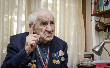 """Tofiq Bakıxanov """"Şərəf"""" ordeni ilə təltif edilib"""