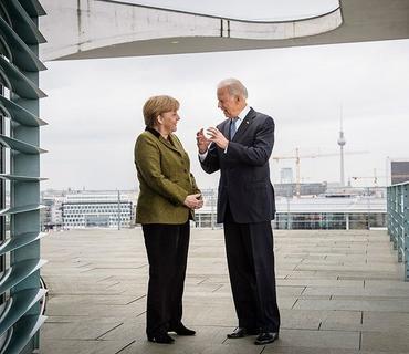 Merkel Baydeni prezidentlik fəaliyyətinin icrasına başlaması münasibətilə təbrik edib